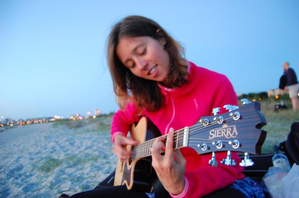 Gatumusikant och singersongwriter.
